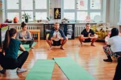 Uspořádali-jsme-z-vlastní-iniciativy-před-začátkem-programu-hodinu-jógy.